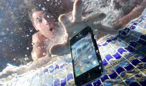 réparer smartphone tombé dans l'eau